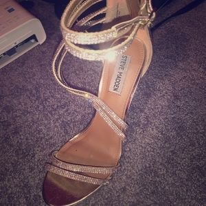 STEVE MADDEN SASSY SILVER AND GOLD PUMPS